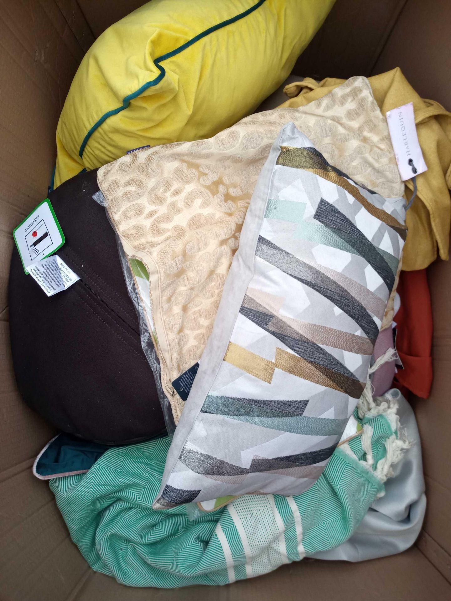 Rrp £700 Pallet Of Assorted Homeware Soft