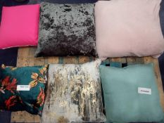 RRP £750 Pallet To Contain 20 Assorted Designer Scatter Cushions