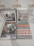 Rrp £165 Lot To Contain 4 Assaulted At Bedding Items To Include A Serene Double Duvet Cover In Grey