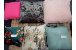 RRP £750 Pallet To Contain 20 Assorted High End Designer Scatter Cushions To Include Floral Printed,