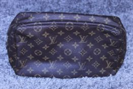 Rrp £520 Louis Vuitton Brown Toiletry Pouch, Monogram Coated Canvas, (Production Code 822) Condition