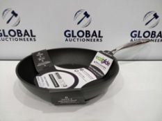 Rrp £150 Lot To Contain 4 Assaulted Eaziglide Kitchen Pans To Include Sauce Pot And 28Cm Aluminium F