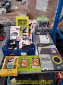 A QTY OF ITEMS TO INC FLEXIBLE TABLET HOLDER, WIRELESS CHARGING MAT, LASER KEYBOARD & TRUE STEREO