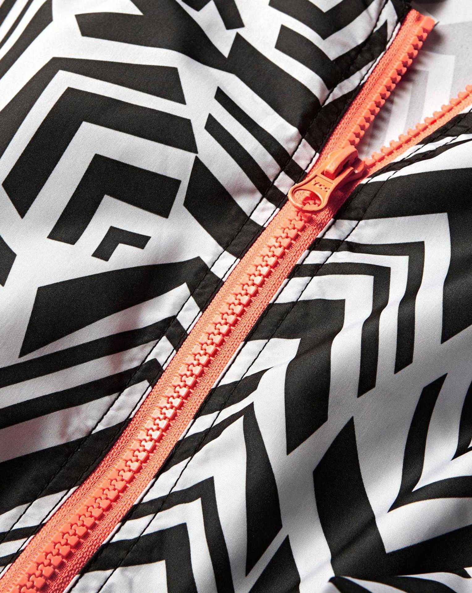 RRP £750 Lot To Contain 30 Brand New Bagged/Tagged Women'S Size 12/14 Black And White Geo Printed - Image 2 of 4