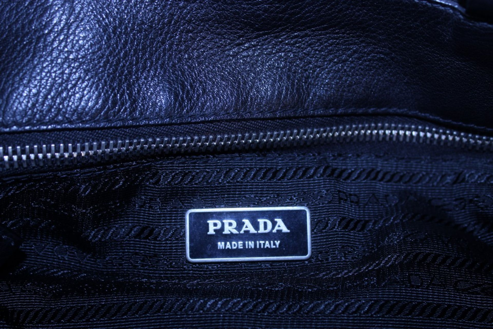 RRP £1200 Prada Side Pocket Tote Shoulder Bag In Black Small Grained Leather With Black Leather - Image 3 of 4