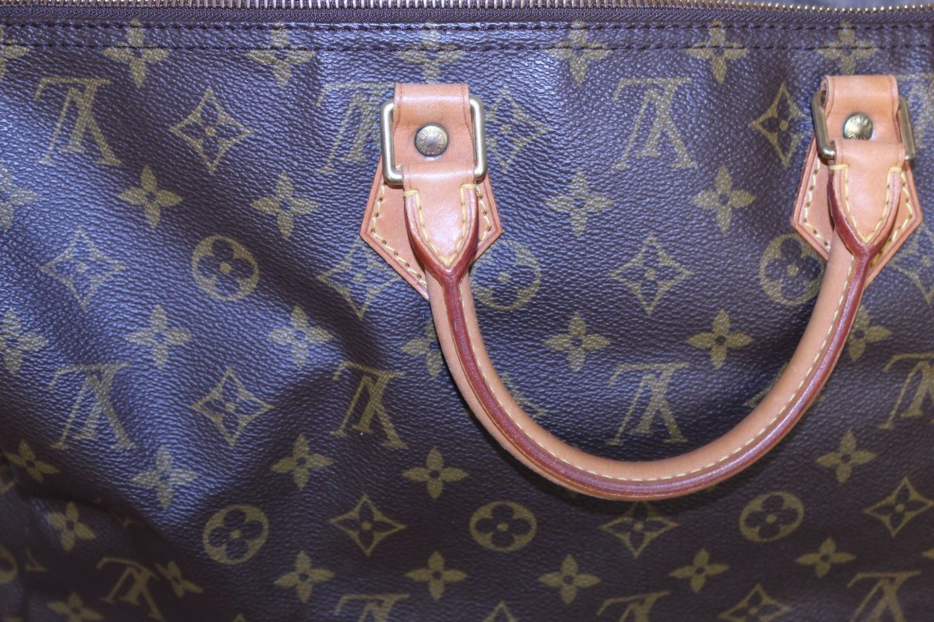 RRP £1,160.00 Made From Classic Monogram Canvas, The Speedy 40 Is A Stylish Handbag For Both - Image 5 of 6