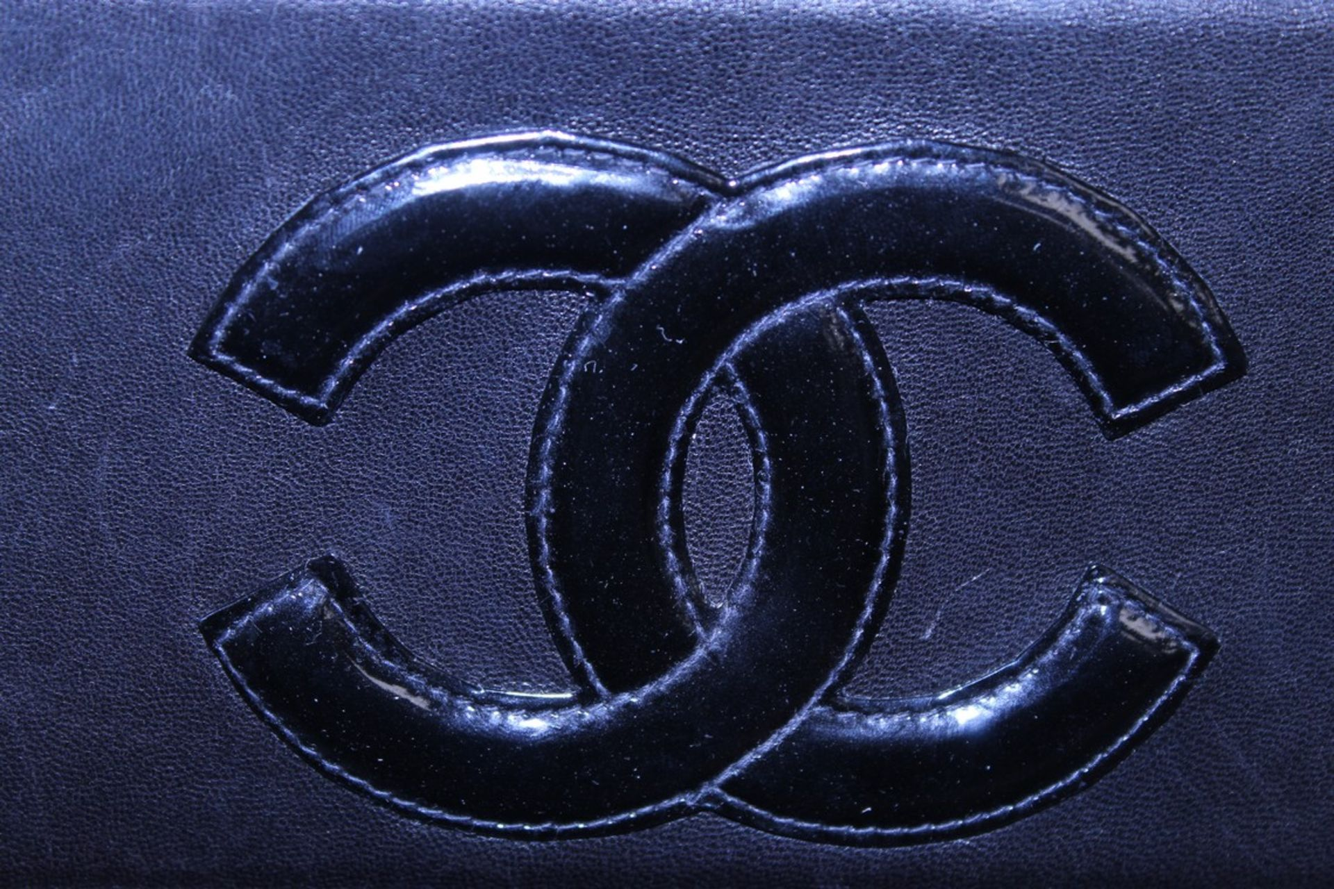 RRP £2000 Chanel Tall Logo Flap Chain Tote Shoulder Bag In Black Leather With Gold Chain Handles - Image 4 of 5