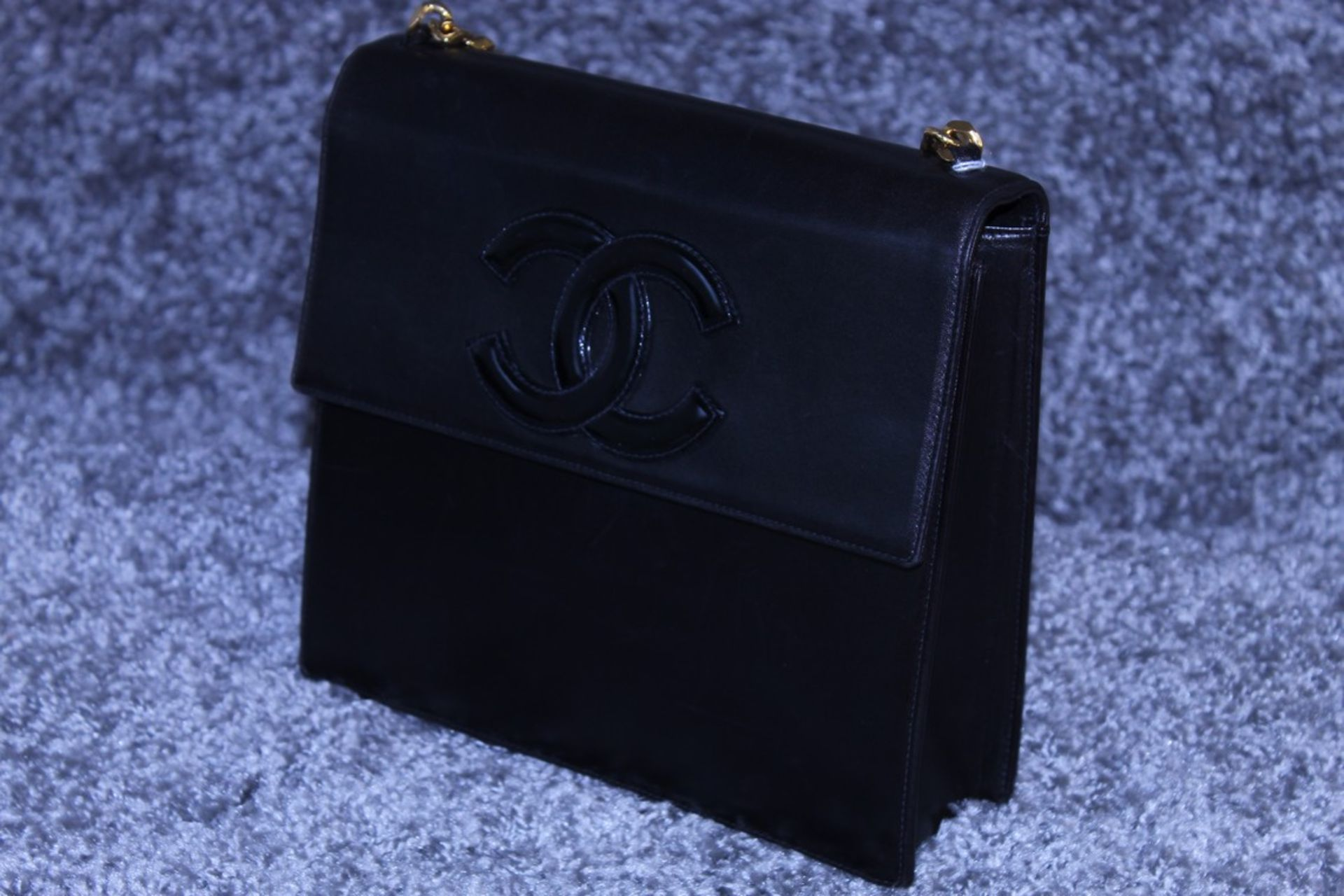 RRP £2000 Chanel Tall Logo Flap Chain Tote Shoulder Bag In Black Leather With Gold Chain Handles - Image 3 of 5
