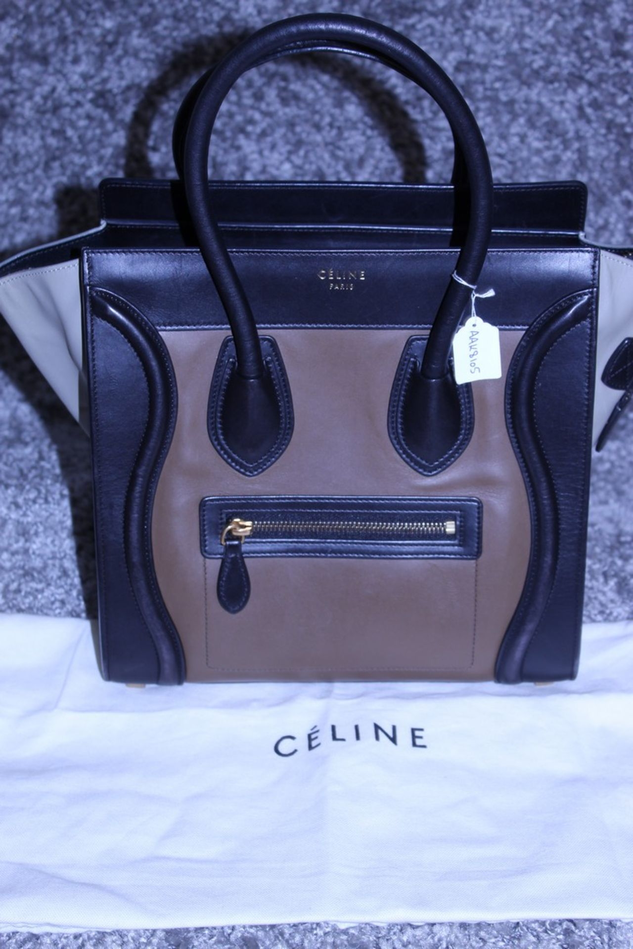 RRP £1,500 Celine Luggage Tricol Handbag, Céline 'Mini Luggage'. Open Swith A Zipper On Top And Is - Image 3 of 5