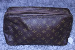 RRP £520 Louis Vuitton Toiletry Pouch, Brown Coated Canvas (Production Code 821) Condition Rating