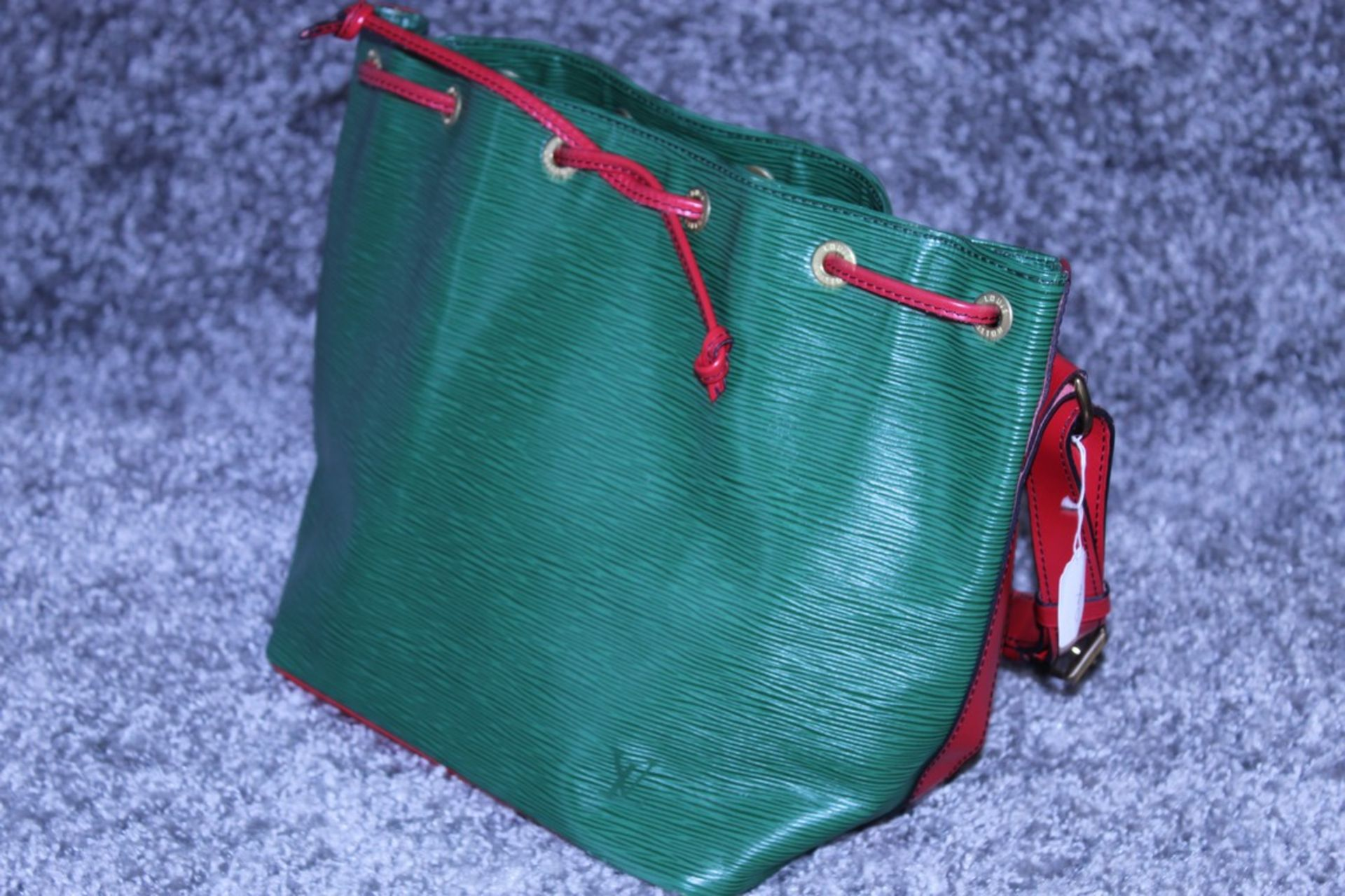 RRP £1200 Louis Vuitton Noe Bicolour Black Stitching Shoulder Bag In Green/Red Epi Calf Leather With - Image 4 of 5