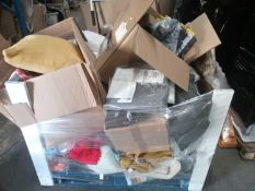 Combined RRP £300 Pallet To Contain Assorted Soft Furnishing Items To Include Cushions,Duvet Sets,Cu