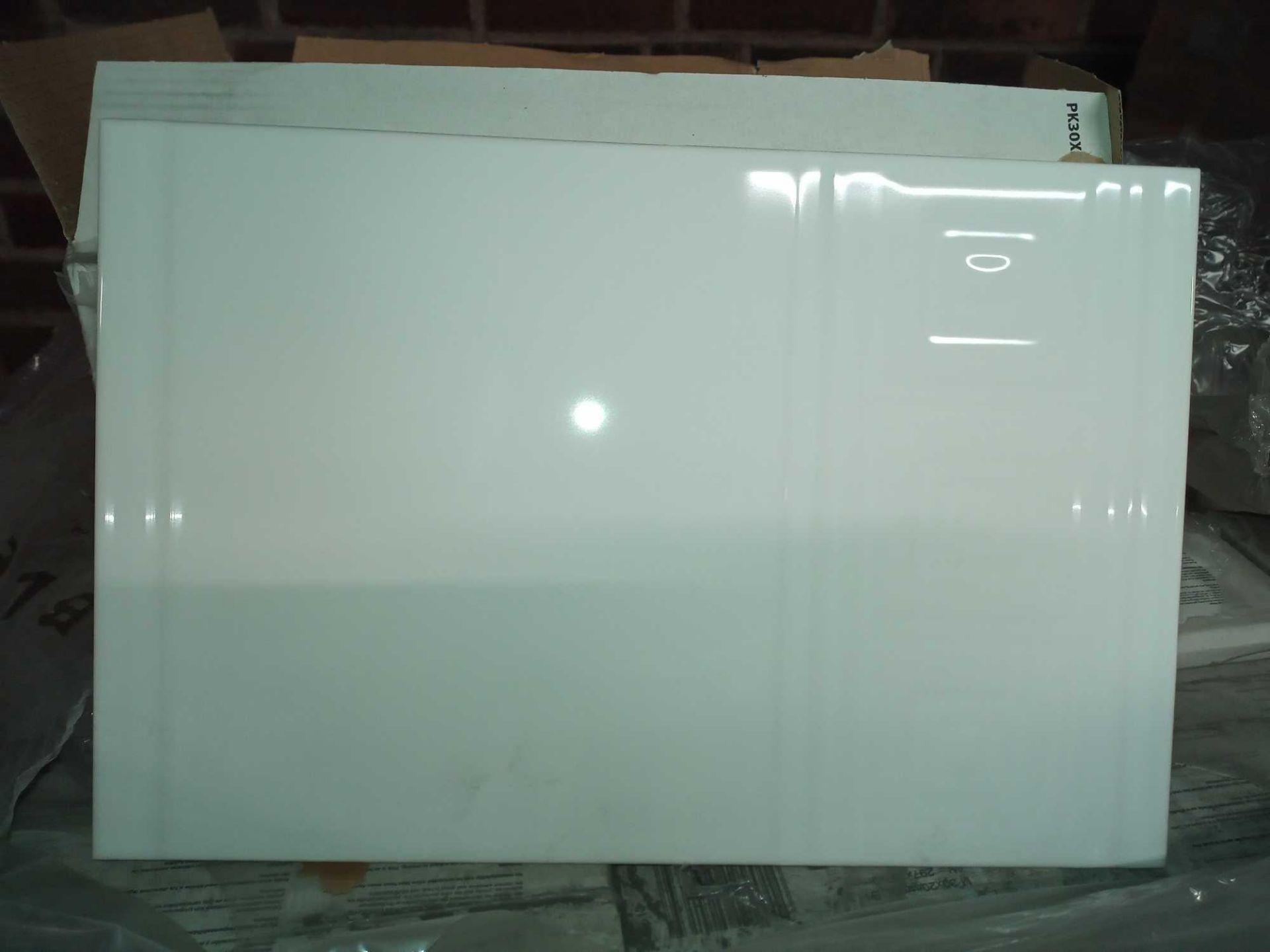 RRP £490 Pallet To Contain 49 Brand New Packs Of 17 Johnson's Almr1B Almeria White Border Tiles (