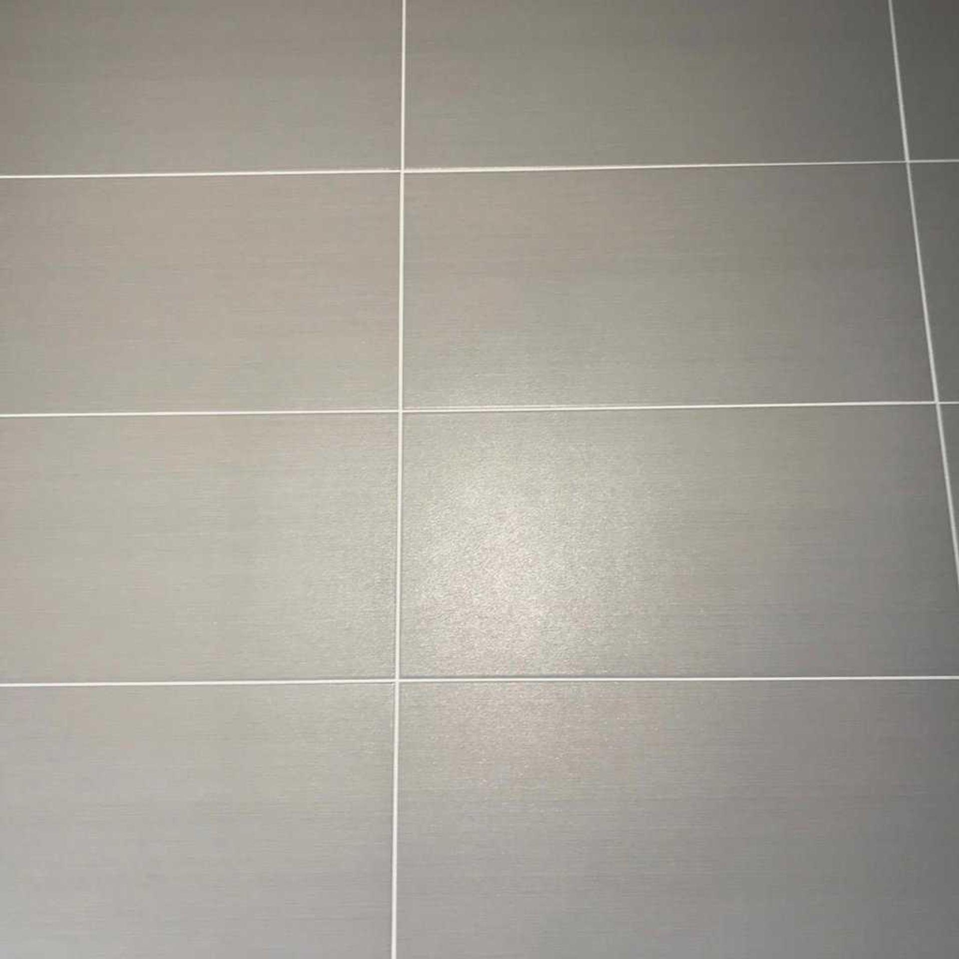 RRP £1000 Pallet To Contain 40 Packs Of 5 Johnson's Lat12A Latitude Smoke Satin Tiles
