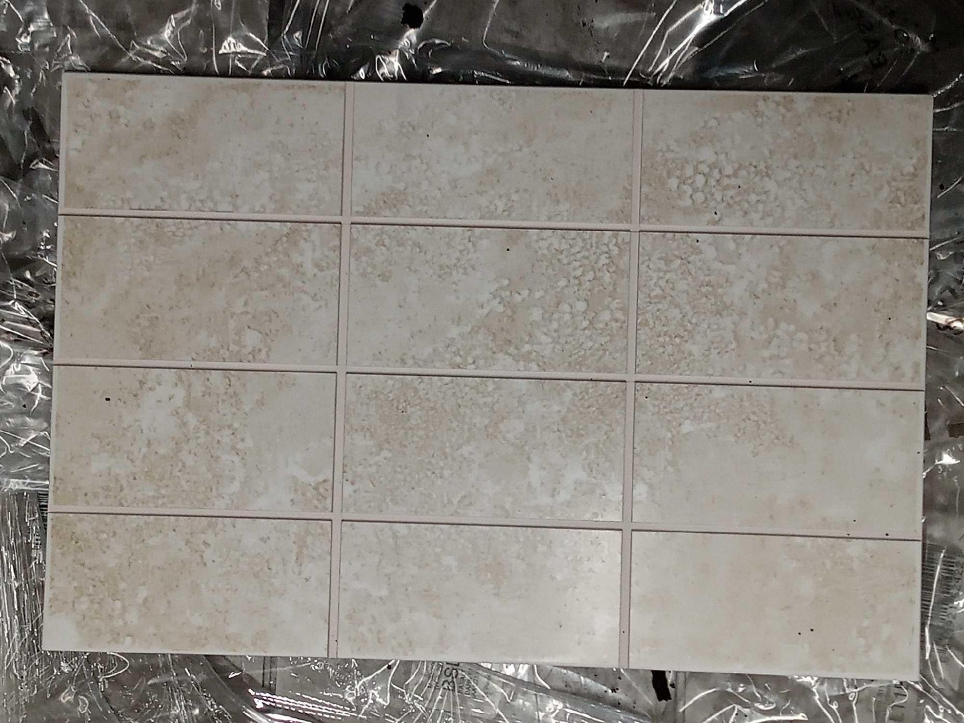 RRP £660 Pallet To Contain 66 Brand New Packs Of 15 Johnson's Shle1F Shale 2 Way Scored Tiles (