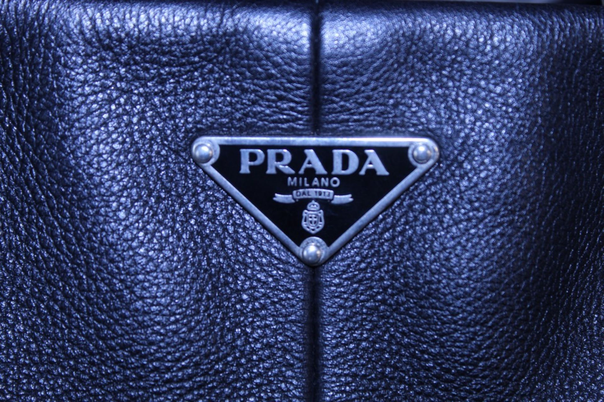 RRP £1200 Prada Side Pocket Tote Shoulder Bag In Black Small Grained Leather With Black Leather - Image 2 of 3