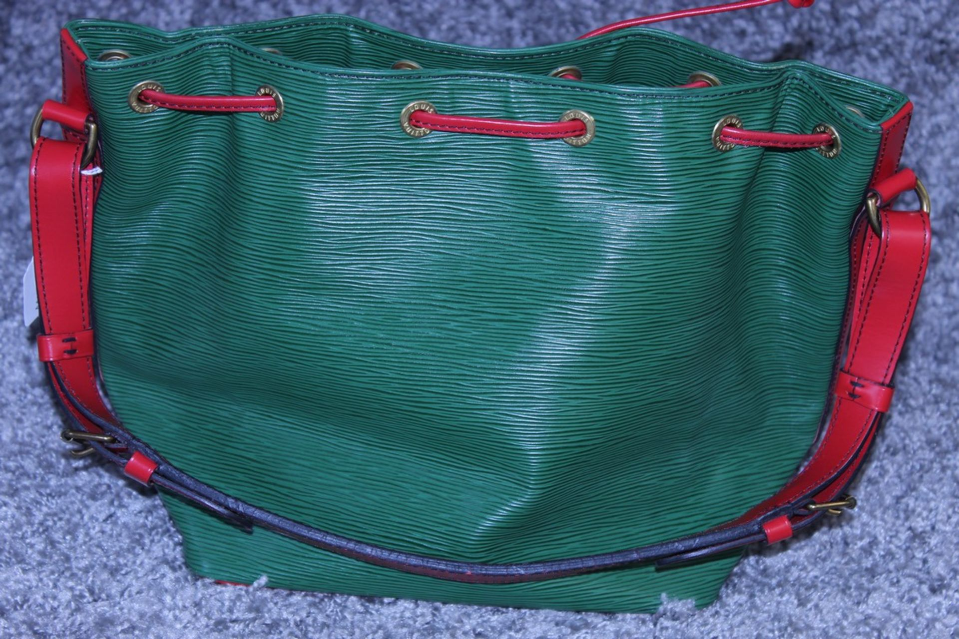 RRP £1200 Louis Vuitton Noe Bicolour Black Stitching Shoulder Bag In Green/Red Epi Calf Leather With - Image 2 of 3