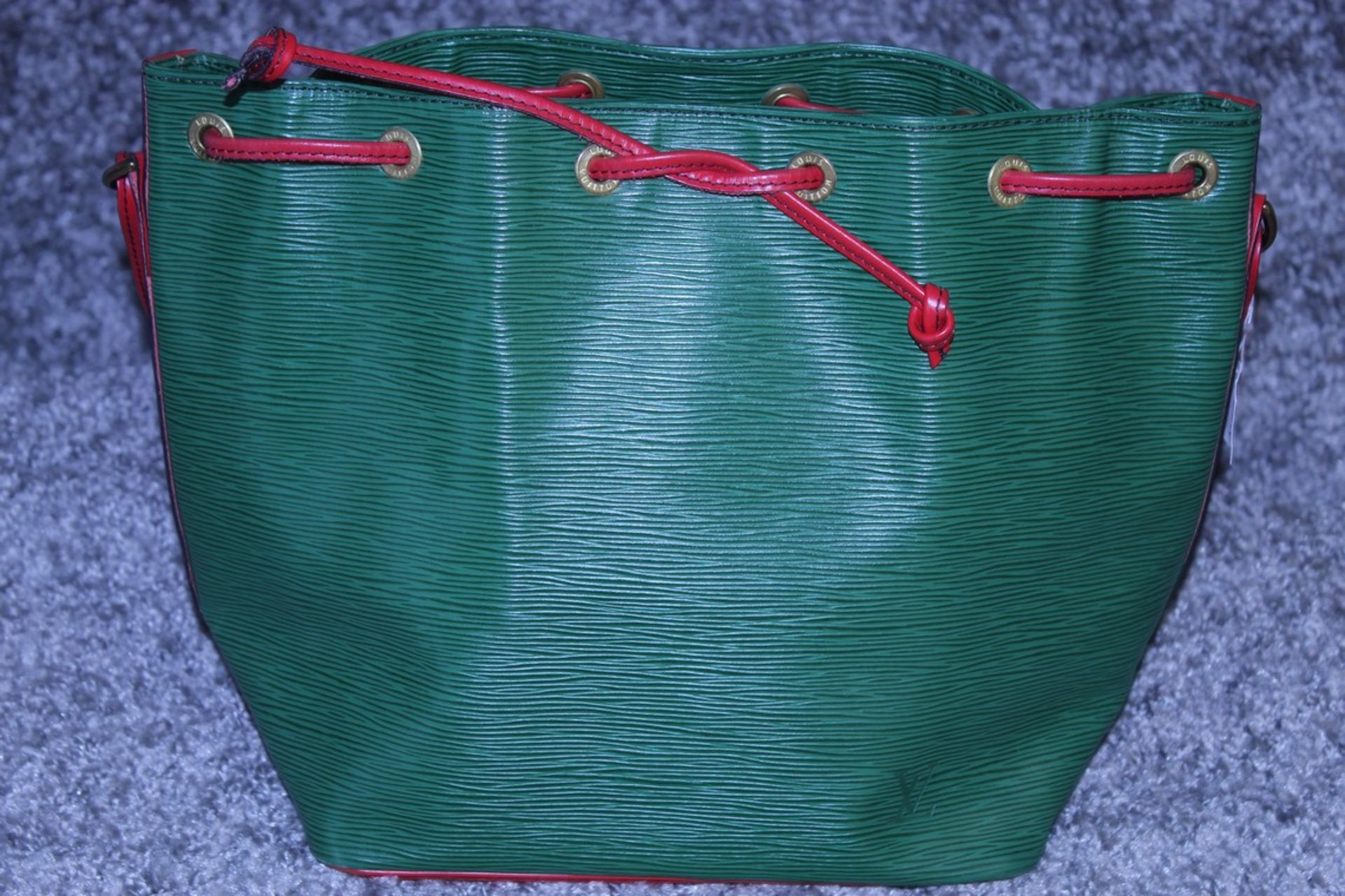 RRP £1200 Louis Vuitton Noe Bicolour Black Stitching Shoulder Bag In Green/Red Epi Calf Leather With