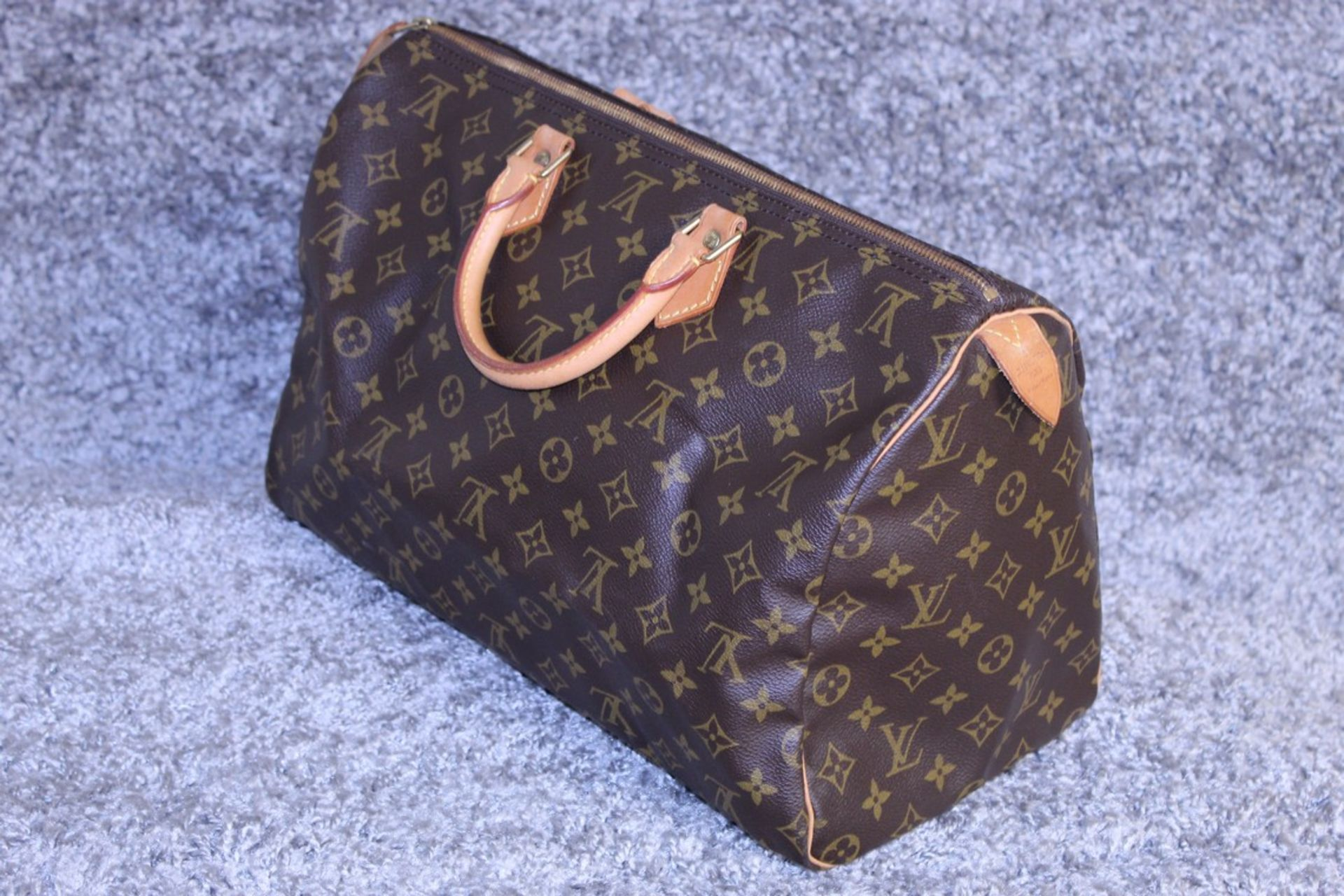 RRP £1,160.00 Made From Classic Monogram Canvas, The Speedy 40 Is A Stylish Handbag For Both - Image 3 of 6