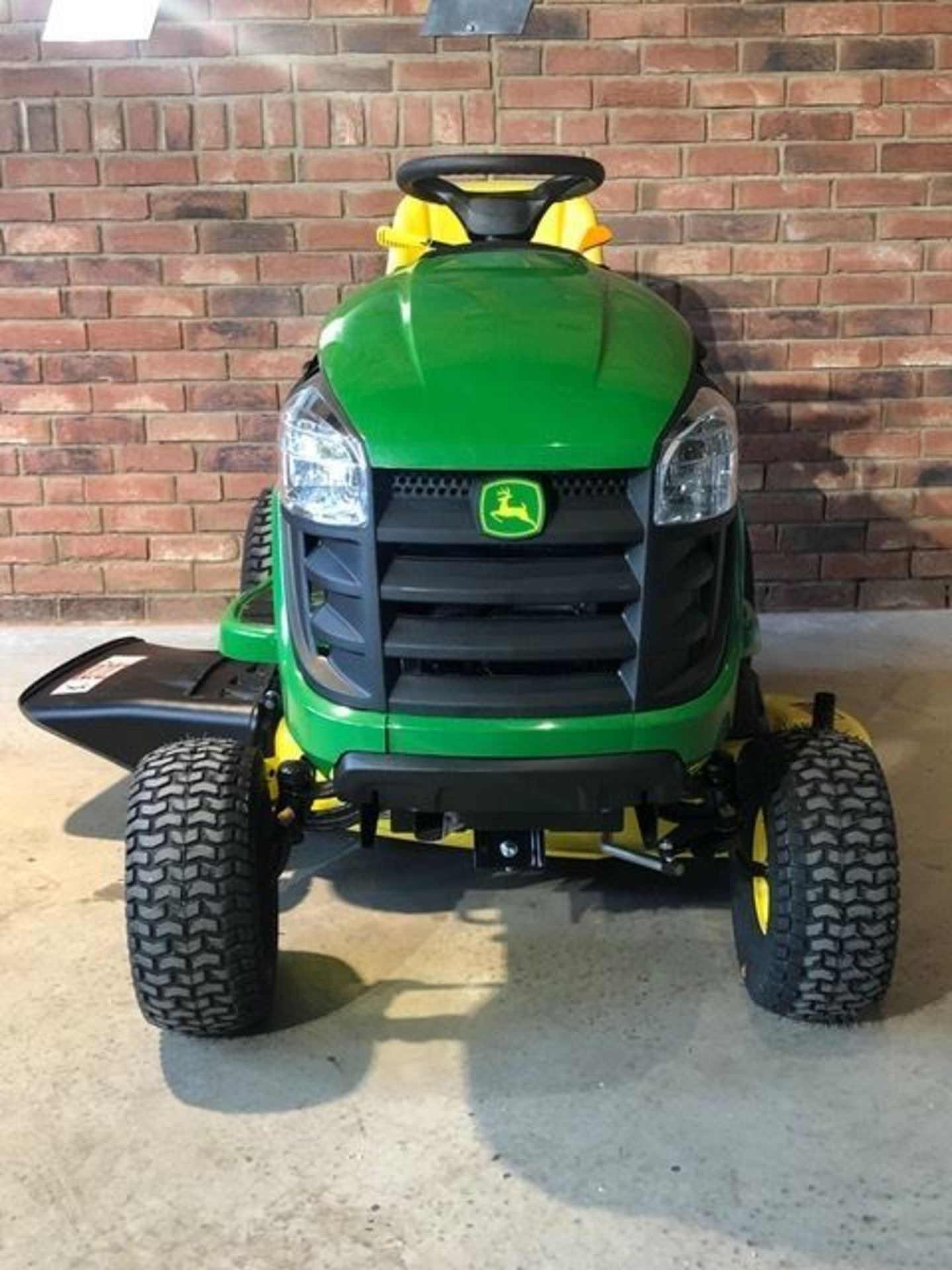 Lot 2 - John Deere 42in Ride On Tractor Mower