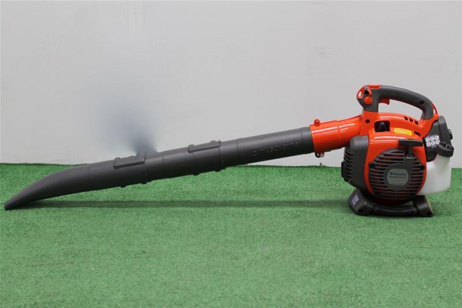 Lot 17 - Husqvarna Petrol Blower/Vac 28cc