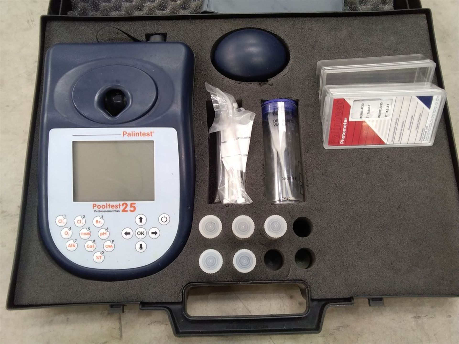 Lot 55 - Palintest Pooltest 25 Photometer Kit