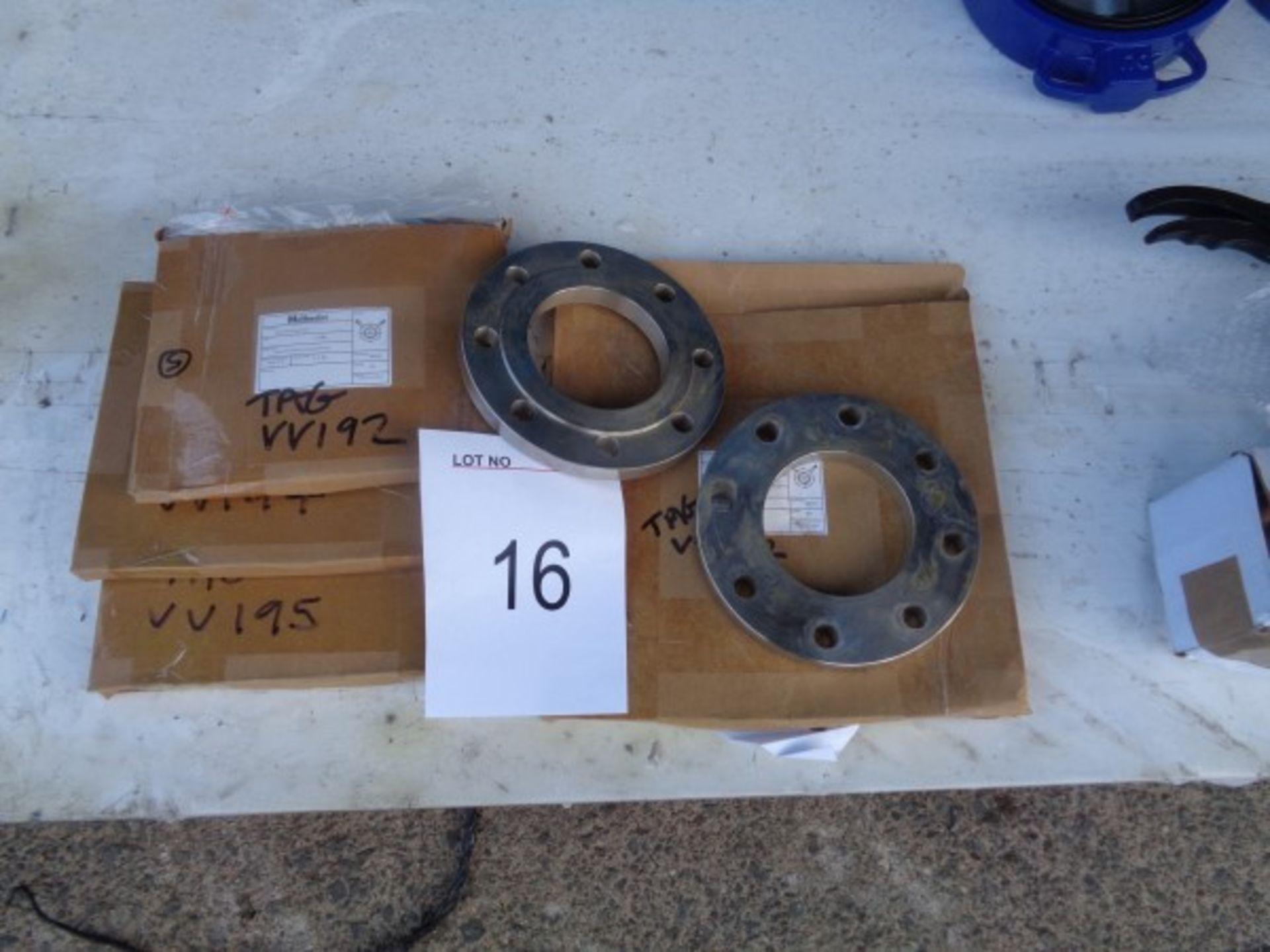 3 x 125 mm Flange mountings, 1 x 150 mm Flange mounting, 2 x 100 mm Flanges