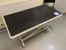 Economy instrument manual scissor lift examination table 1230mm x 630mm, 4 chairs and Ohaus platform