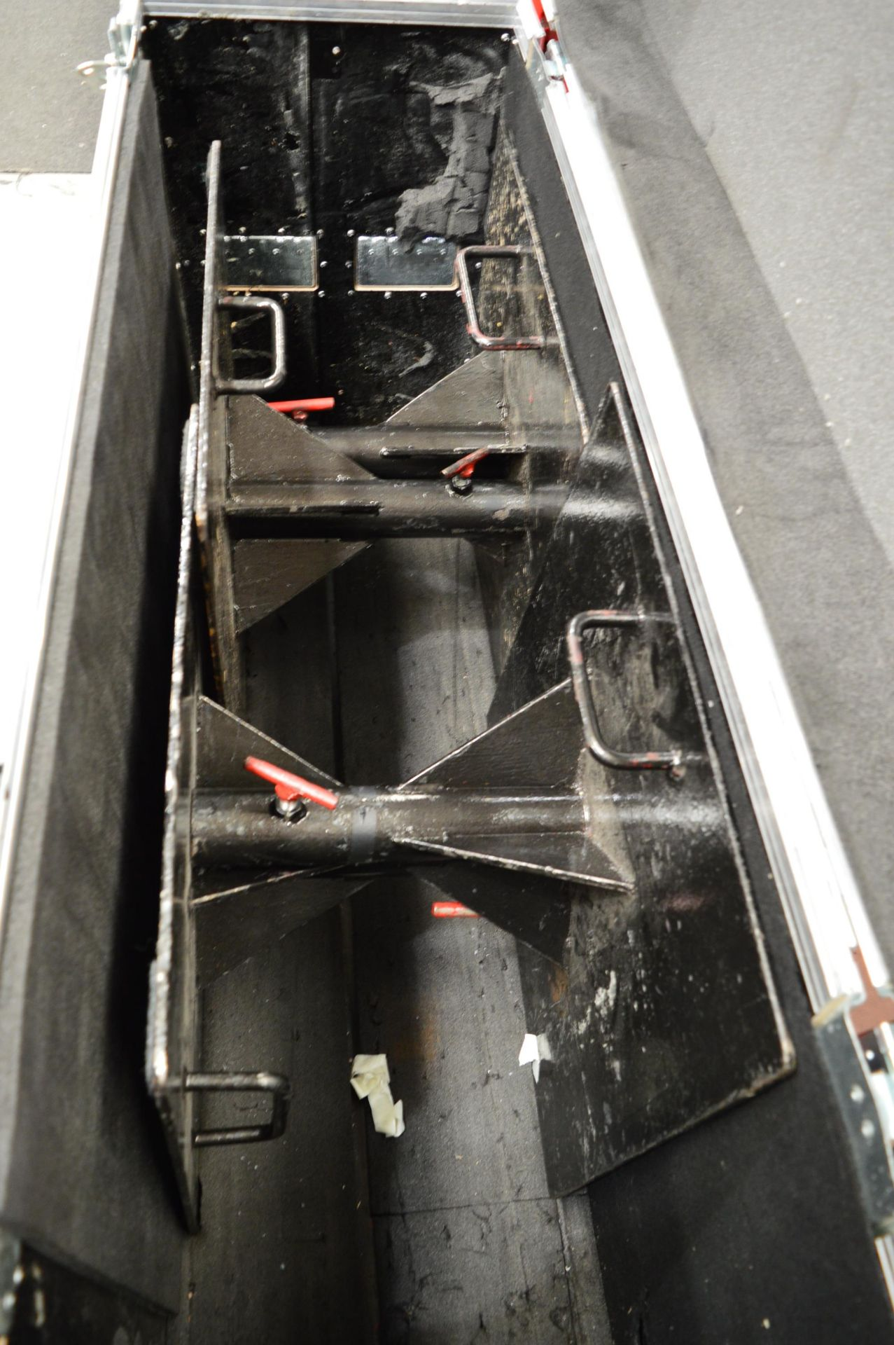 Lot 1278 - 4x No. steel tank traps in flight case: Unit 500,