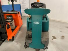TENNANT T7 SIDE ON FLOOR CLEANER 2005 ELECTRIC