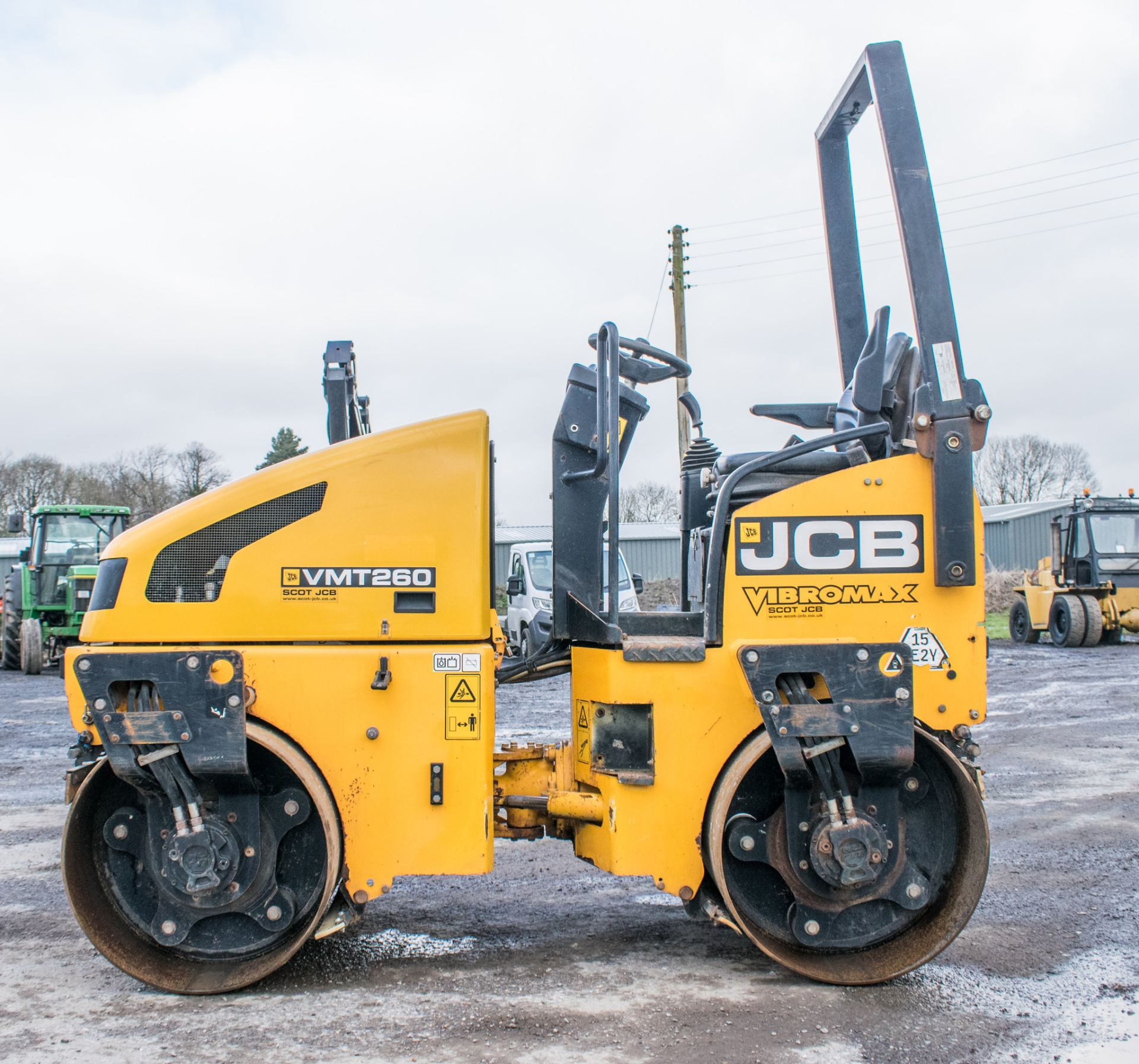 Lot 48 - JCB VMT 260 double drum ride on roller Year: 2012 S/N 2803332 Recorded hours: 927