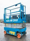 Genie GS1932 battery electric scissor lift access platform Recorded Hours: 325 08830009 ** No