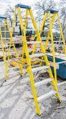 8 tread glass fibre framed step ladder A762132