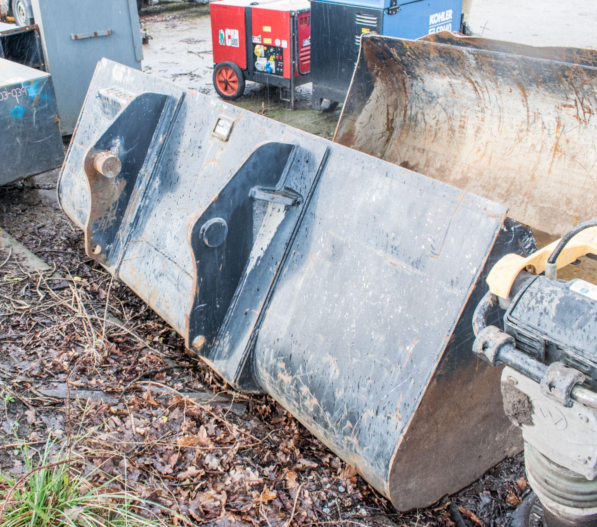 Lot 168 - Strickland 7 ft telescopic handler bucket A646570