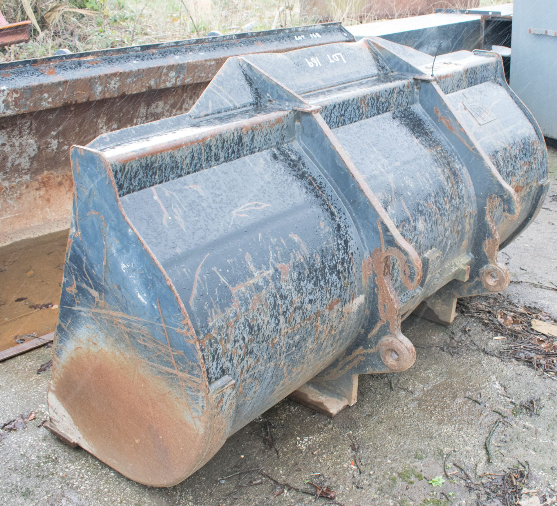 Lot 169 - JCB 5 ft telescopic handler bucket A609360