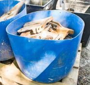 Bucket of various digger bucket teeth