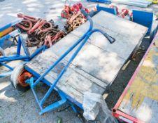 4 wheel trolley ** wheel missing ** L440K277