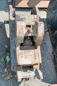 Manual quick hitch to suit 2 to 3 tonne machine HS