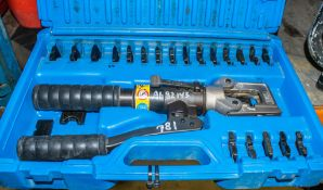 Cembre manual hydraulic crimping tool c/w carry case A682143