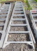 10 tread aluminium step ladder *damaged*
