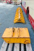 Spare suction pad and quick hitch head for pipe lifting machine