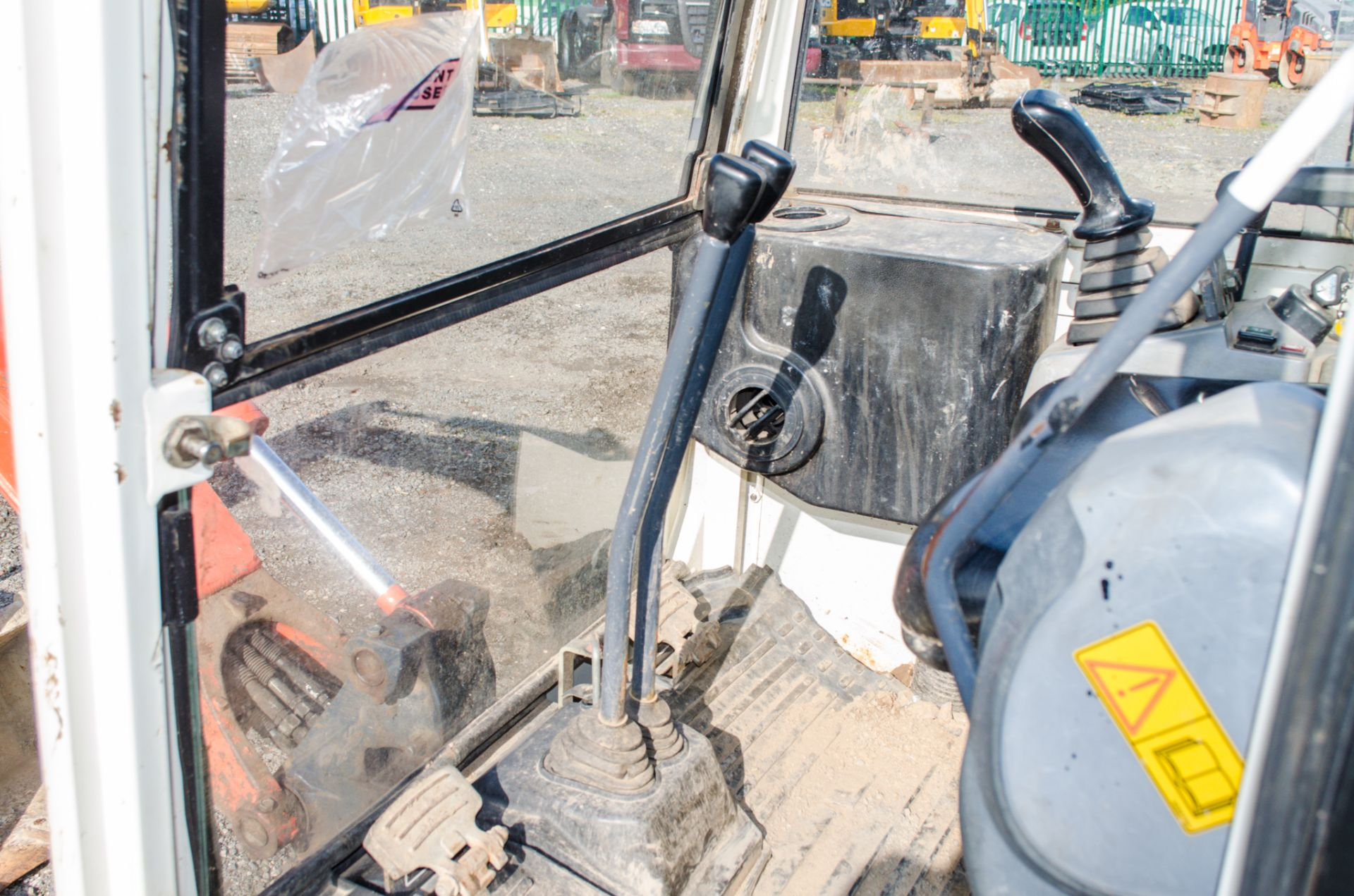 Kubota KX36-3 1.5 tonne rubber tracked mini excavator Year: 2007 S/N: Z077298 Recorded Hours: 4205 - Image 16 of 18