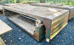 Man hole box top and bottom Width: 3.5 metre Length: 1.5 metre c/w 2 connectors