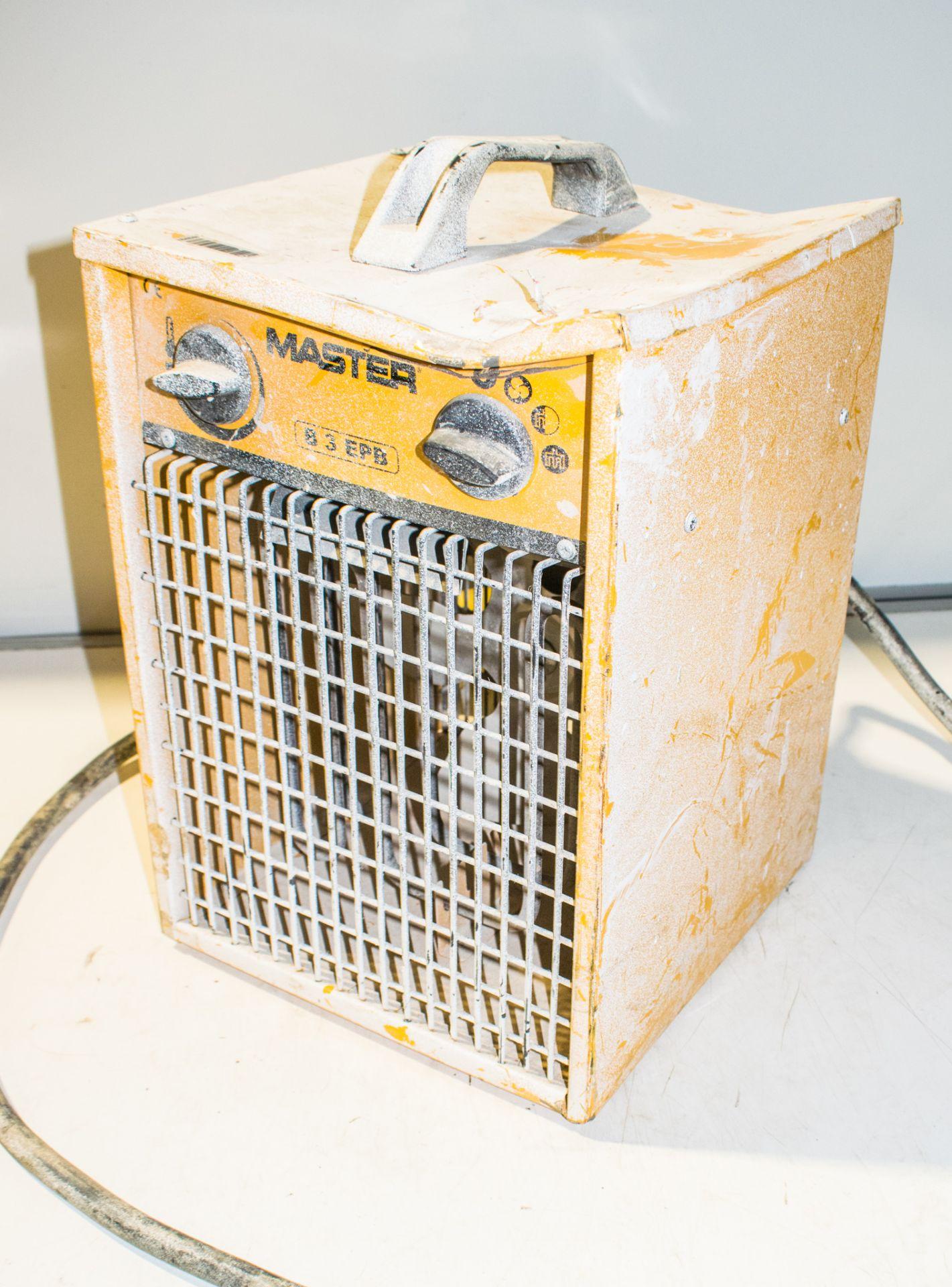Lot 971 - Master 110v fan heater