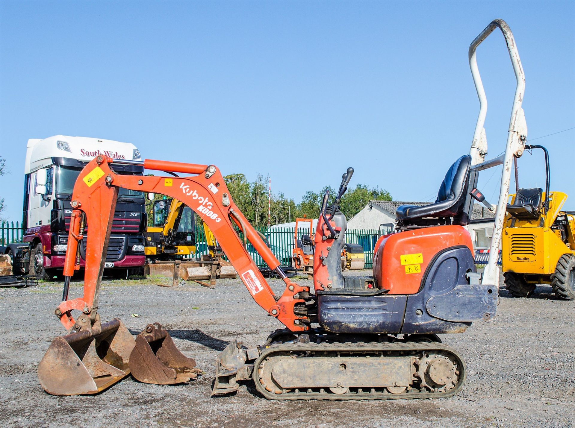 Lot 26 - Kubota KX008-3 0.8 tonne rubber tracked micro excavator Year: 2006 S/N: 13422 Recorded Hours: 1607