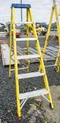 Clow 6 tread fibreglass framed step ladder A714576