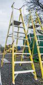 Clow 8 tread fibreglass framed step ladder A774097