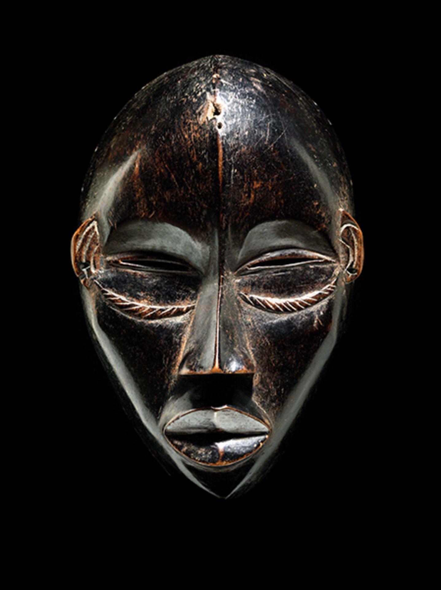 Los 887 - Maske der Dan Höhe: 24,5 cm. Elfenbeinküste, Volk der Dan. Es gab Masken, welche zum...