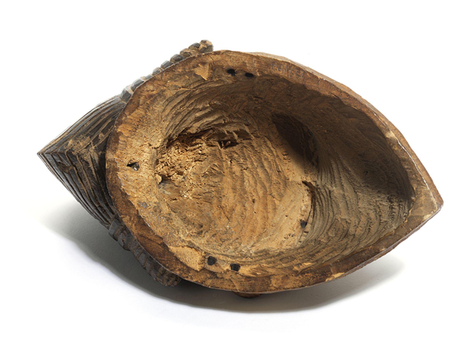 Los 883 - Punu-Maske Höhe: 31 cm. Aus Holz. Gabun. Die weißen Okuyi-Masken verkörpern den Geist eines...