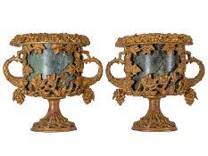 Paar Ziervasen Höhe: 47 cm. Frankreich oder Italien, 19. Jahrhundert. Holz, geschnitzt, vergoldet,